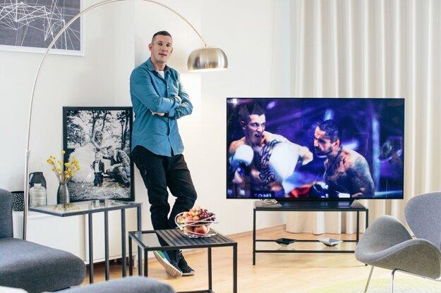 """b68607933 Chcem, aby sa tu cítili všetci ako doma, na steny sme namontovali  najmodernejšie LG OLED televízory, aby sme mohli medzi tréningami pozerať  zápasy,"""" ..."""