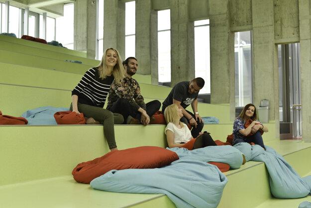Absolventi hovoria, že ich fakulta má výnimočného tímového ducha.