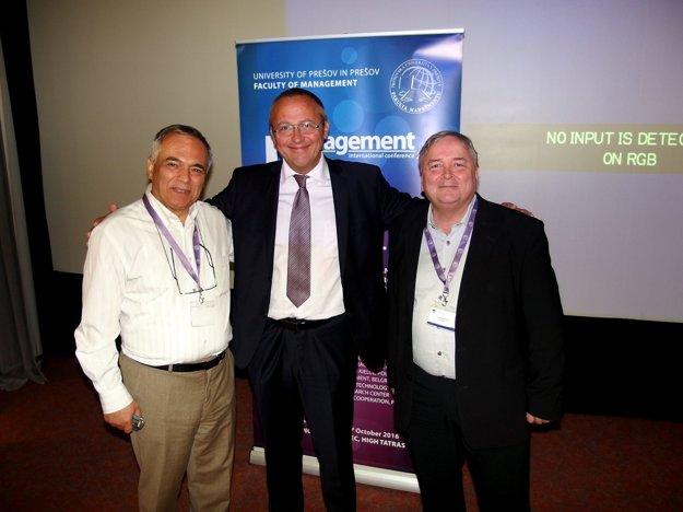 Z pravej strany: prof. Lasse Berntzen (Nórsko), prof. Róbert Štefko (SR), prof. Pantelis F. Kyrmizoglou (Grécko)
