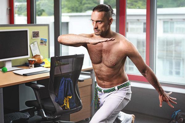 Rišo testuje IT softvér v Siemens Healthineers, po práci zasa testuje svoju kondičku v capoeire.