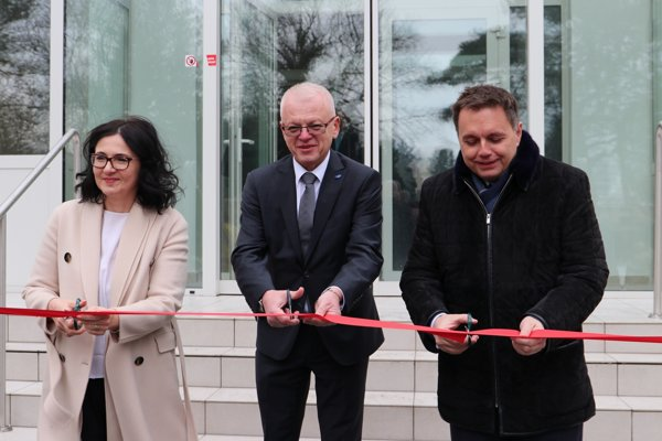 EUBA otvorila zrekonštruovaný blok študentského domova Horský park