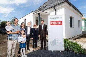 Ukončenie stavebných prác na projekte Renovactive prebehlo za účasti Petra Banga, výkonného riaditeľa skupiny VELUX, Dagmar Plevačovej, generálnej riaditeľky VELUX Slovensko a Česká republika a Norberta Kurillu, štátneho tajomníka Ministerstva životného prostredia Slovenskej republiky.