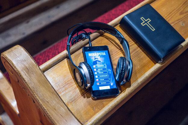 Cez program Terra Incognita majú v drevenom chráme v maličkej obci Ruská Bystrá šesťjazyčného audio-sprievodcu pre turistov.