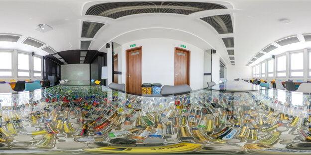 Jedinečná učebňa s názvom Interactive recycling auditorium v sebe zahŕňa množstvo moderných inovatívnych prvkov na výučbu študentov.  Bola vybudovaná v spolupráci so spoločnosťou U.S. Steel Košice