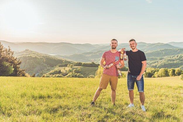 """Miroslav Telehanič a Juraj Kovaľ spustili nový projekt """"Buďnášfarmár"""", ktorým chcú podporiť lokálnych farmárov. Foto:GlobusFoto/Video"""
