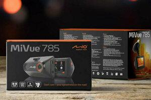 Test youtubera JeezyJ autokamerky MiVue 785 Touch