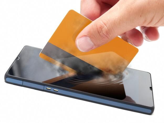 Platba mobilom je možná cez aplikácie a po spárovaní s platobnou kartou