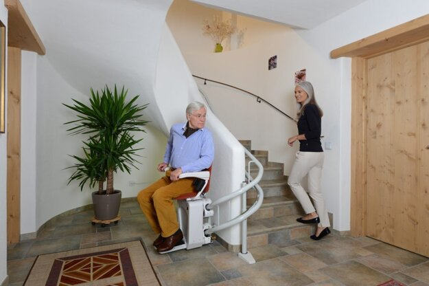 Výťah pre seniorov s problémami s pohybom