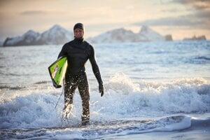 Profesionálny surfista Heidar Logi