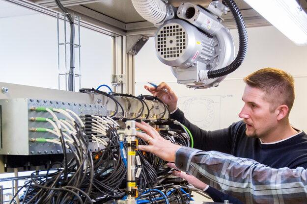 Od IT firiem zákazníci vyžadujú komplexné služby, vrátane konzultácií a poradenstva.
