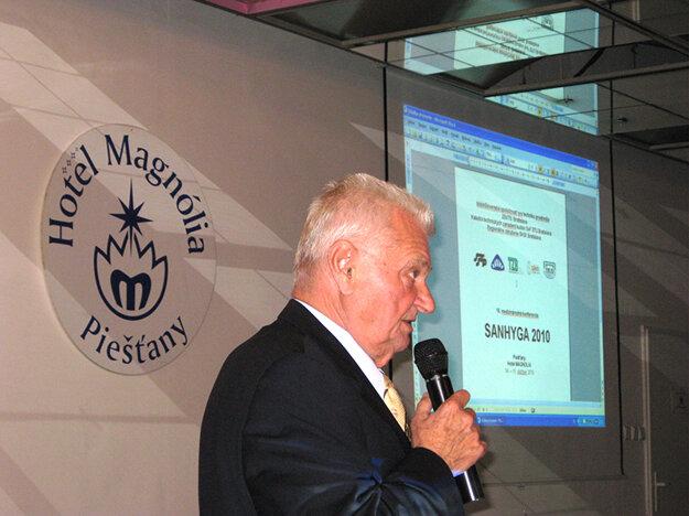Prof. Ing. Jaroslav Valášek, PhD. ako prednášajúci na medzinárodnej vedecko-technickej konferencii zdravotnej techniky SANHYGA 2010 v Piešťanoch