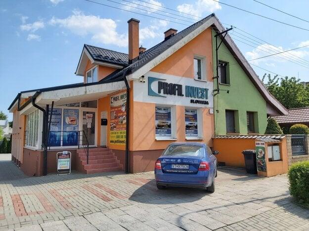 Prvá pobočka plastových okien na Staničnej ulici vo Vranove nad Topľou. Tu sa to všetko začalo.