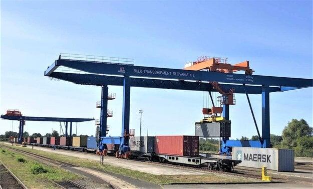 Pri Čiernej nad Tisou sa nachádza Terminál kombinovanej dopravy Dobrá, využívaný je však len minimálne. Pre spoločnosť BULK TRANSSHIPMENT SLOVAKIA z portfólia BUDAMAR GROUP je prioritou poskytovať v termináli prekládku ucelených intermodálnych vlakov zo širokého na európsky (normálny) rozchod.