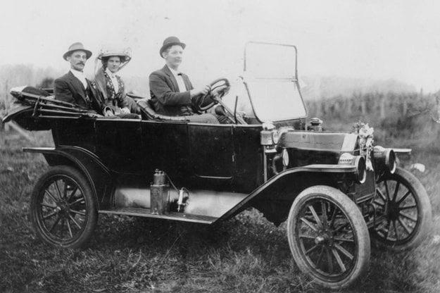 """""""Model T môžete mať v akejkoľvek farbe, pokiaľ bude čierna,"""" povedal o svojom najznámejšom type automobilu Henry Ford."""
