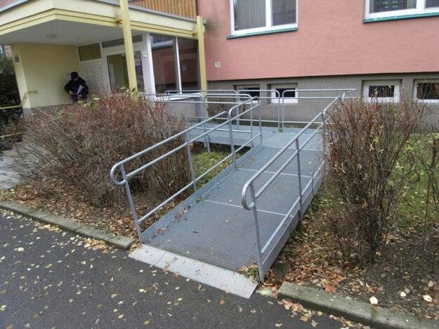 Nájazdová roštová rampa pre osoby s obmedzením pohybu