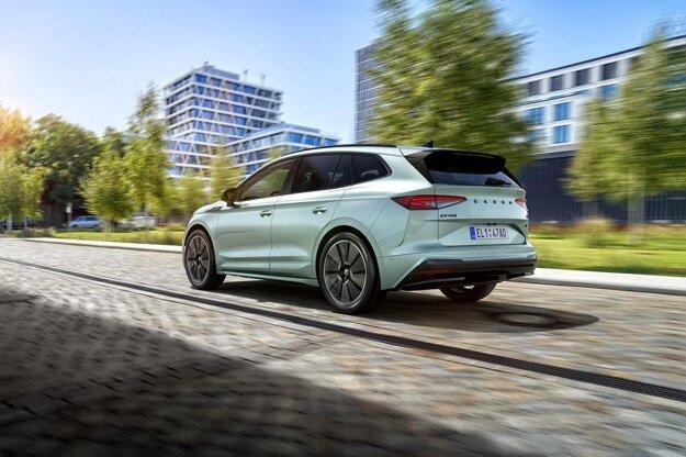 ENYAQ iV znamená úspešný vstup do elektromobility. Najočakávanejším autom tohto roka bude v portfóliu značky plne elektrický model ENYAQ iV s dojazdom až 537 km. Ten je dostupný už aj pre slovenských zákazníkov a prvé vozidlá budú jazdiť po slovenských cestách už v druhom kvartáli tohto roka.