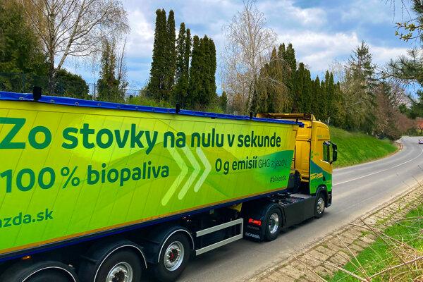 Kamión jazdiaci na čisté biopalivo vyrazil na cesty. Foto - Biojazda.sk