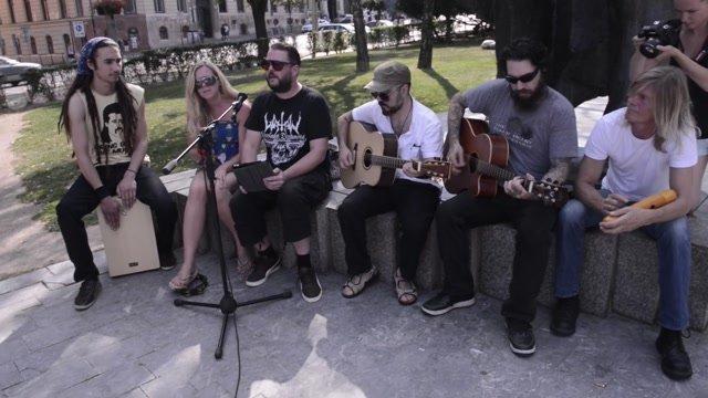 Známi hudobníci z Anglicka hrali v centre Bratislavy zadarmo