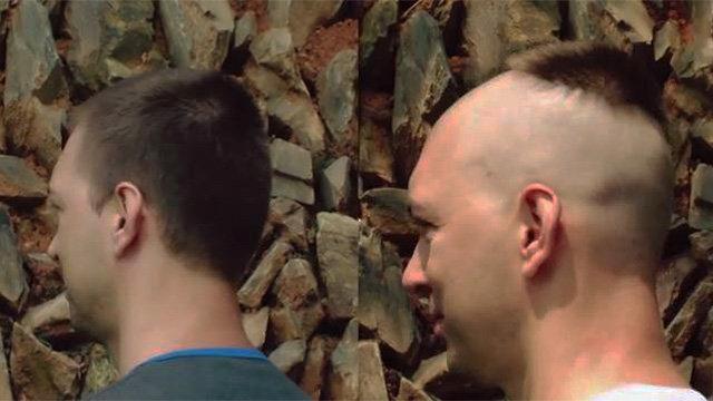 Zabudnite na holiča. V Číne vás ostrihajú kosákom
