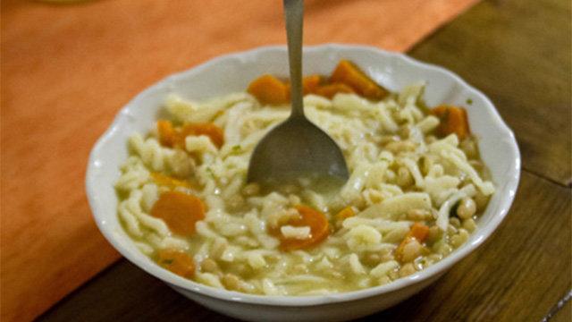 V skalickej fazuľovej polievke musí lyžica stáť
