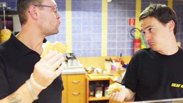 Slovenský McDonalds založil nepočujúci a jeho brat