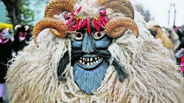 danubeStory: Bušó maska je drevená tvár duše