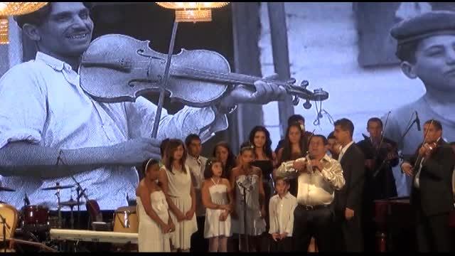 Známi muzikanti spomínali na rómsky holokaust na koncerte
