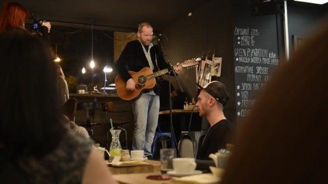 David Koller tajne koncertoval v bratislavskej kaviarni