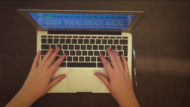 Cez internet chránia aj pred samovraždami. Na druhú stranu nevidia