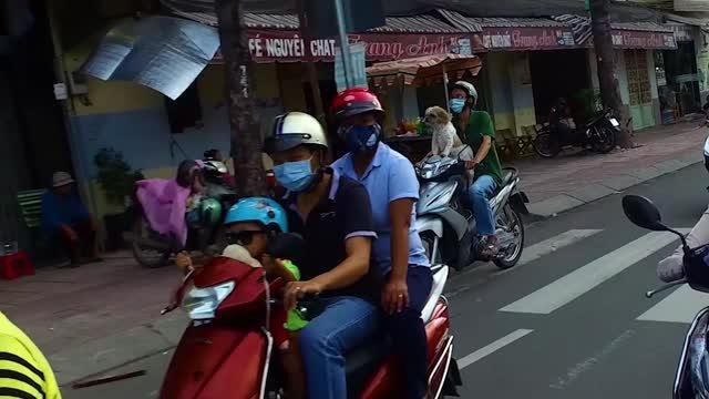 Kambodžské trápenie: Ako nám colníci nechceli vydať auto a motorku