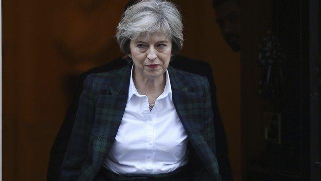 Veľká Británia smeruje vo svojich vzťahoch s EÚ k tvrdému pristátiu