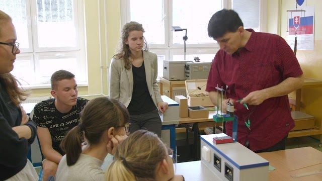 Vo fyzike objavil ľahkosť, ktorú odovzdáva žiakom
