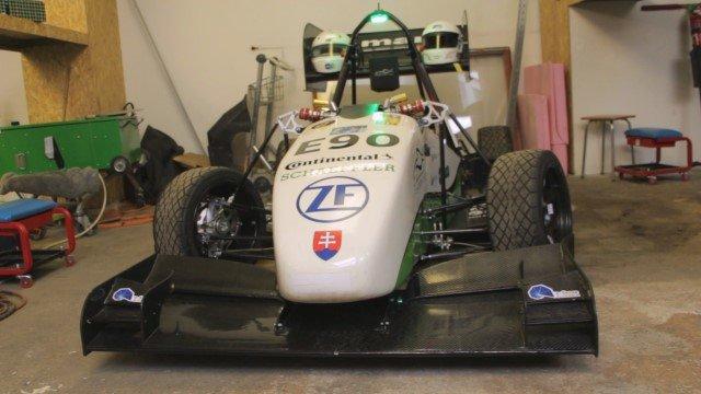 Študenti z STU postavili auto so zrýchlením superšportu