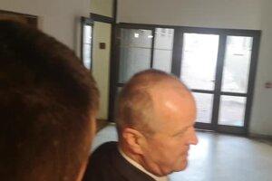 Martin Glváč podľa opozičných členov výboru o komunikácii so Zsuzsovou klamal