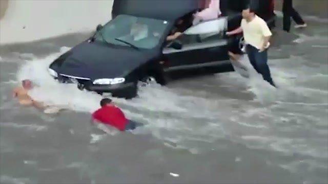 Z povodní sa nepatrí smiať. Nie je to škoda?