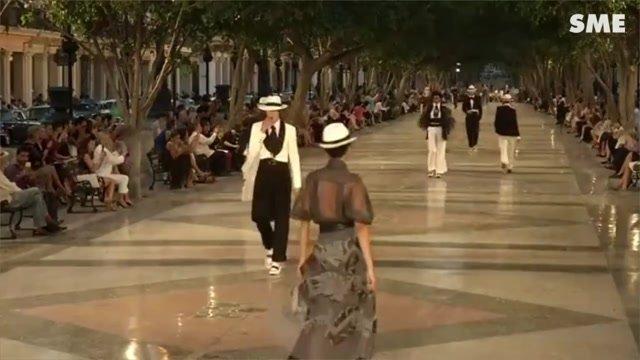 Kontroverzná módna šou značky Chanel sa konala na Kube