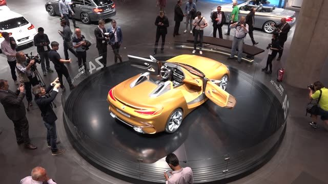 BMW je vo švungu, predstavilo naraz štyri koncepty