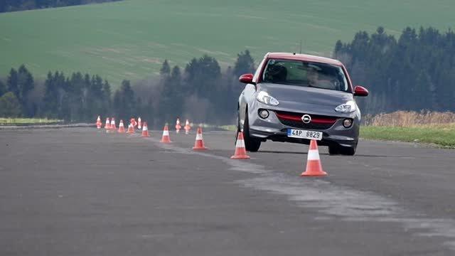 TEST: Opel Adam S rúbe vysoko a jazdí nedotáčavo