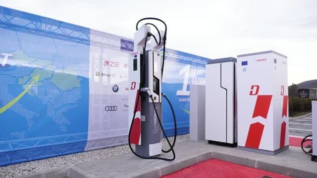 ZSE otvorila prvú ultrarýchlu nabíjaciu stanicu